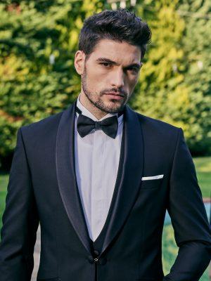 Manzetti-fekete-öltöny-esküvőre szmoking